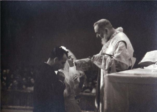 padre-pio-communion-2