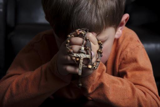 child in prayer 2